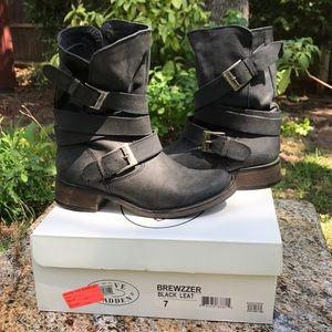 {Steve Madden} 'Brewzzer' Black Moto Boots 🥾